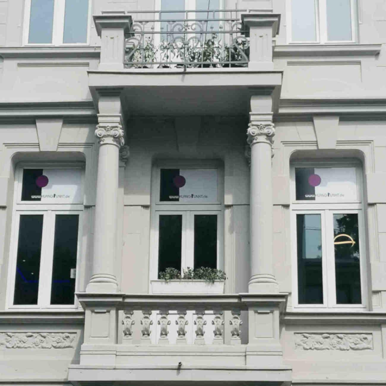 Lochnerstraße2 Fenster mit Säulen